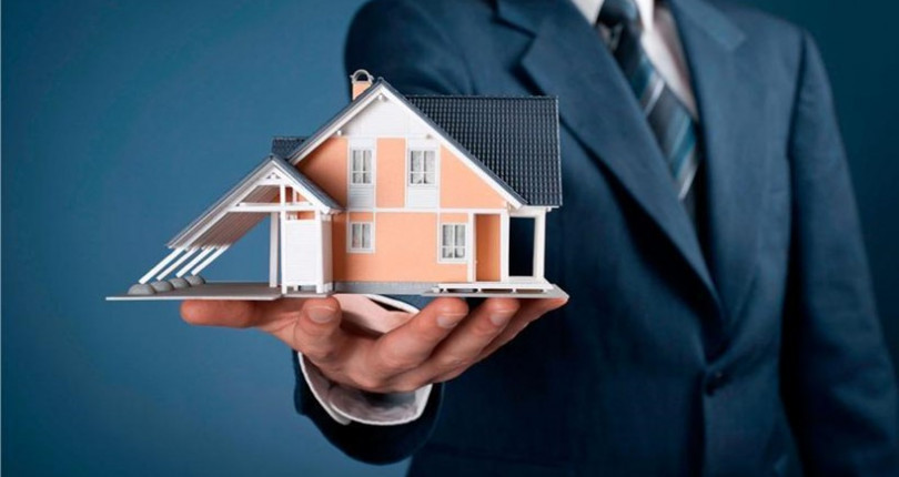 Buying a house with the help of a real estate agent